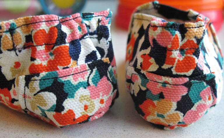 CHAUSSONS BEBE FACON TOMS2