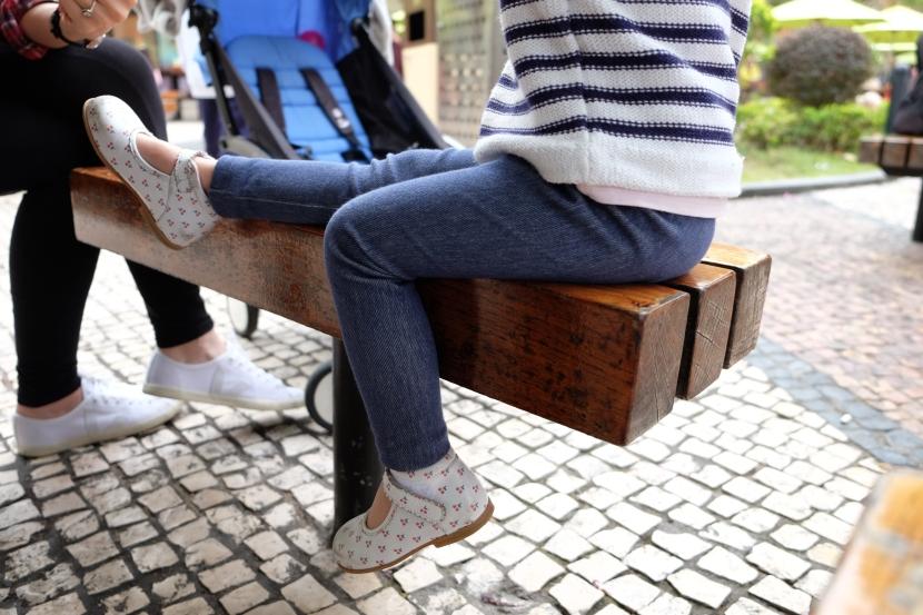 Le petit leggings imitation jeans en 2 ans, avec le tuto;)